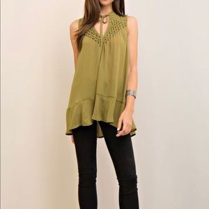 Tops - Sleeveless Spring Blouse ❗️SOLD ❗️